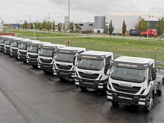 Iveco Trakker AD400T42TH 4x2 Tractor Heads